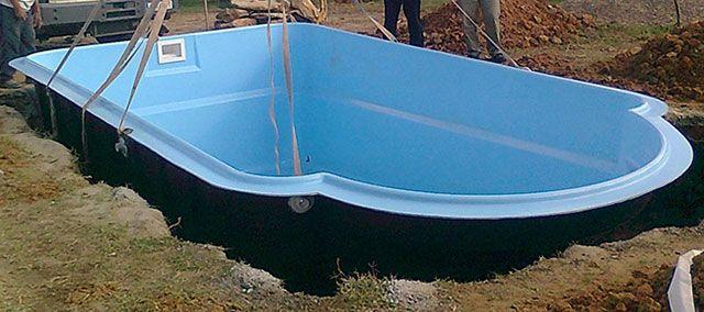 Instalando piscina poliester prefabricada